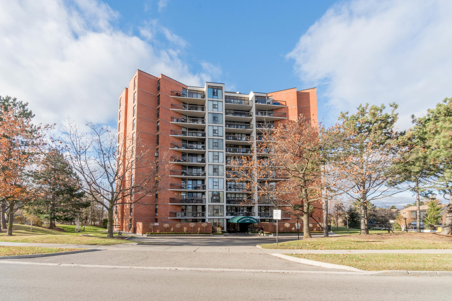 virtualtours/1702/c/2665_Windwood_Dr_Unit_808-large-001-18-Exterior_Front-1500x1000-72dpi_-_Copy.jpg