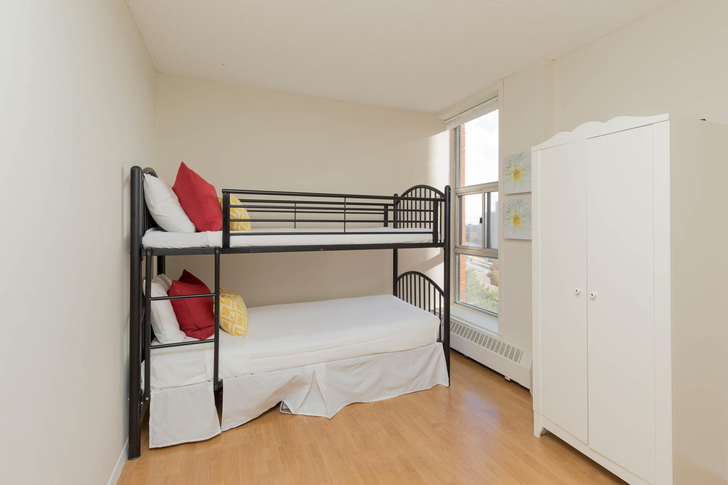 virtualtours/1702/c/2665_Windwood_Dr_Unit_808-large-010-2-Bedroom_2-1500x1000-72dpi.jpg